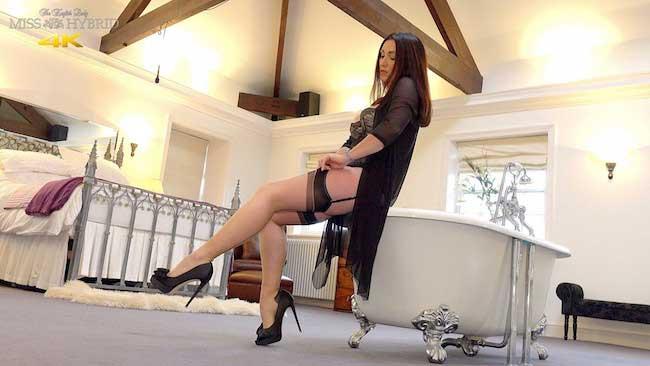 Miss Hybrid Suspender Twanging In 4K